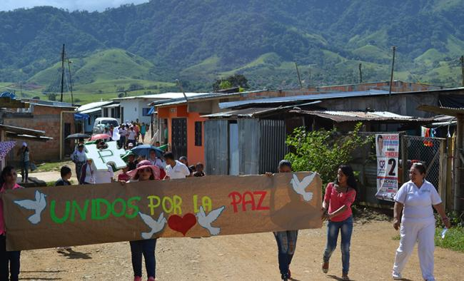 Community members of La Ciudadela in Florencia, Caquetá, Colombia organize a march to support peacebuilding efforts in the Fall of 2015.